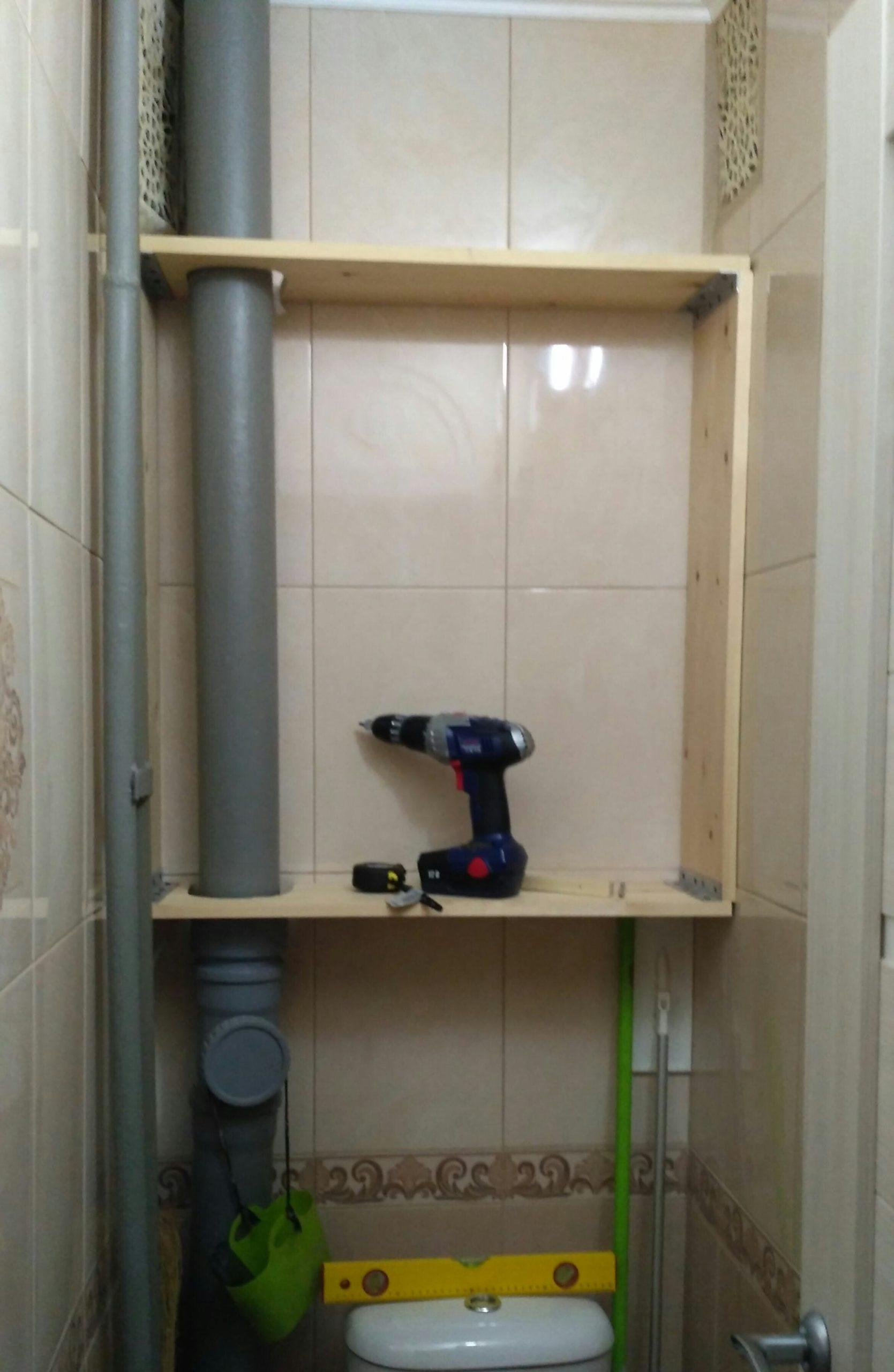 процесс установки шкафа в туалет
