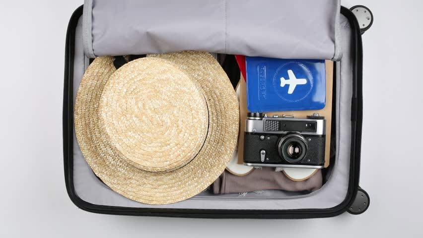 шляпа в чемодане