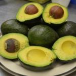 спелый авокадо фото