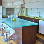 большая стеклянная столешница для кухни
