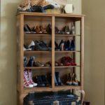 открытый шкаф для хранения обуви
