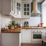 светлая деревянная столешница для кухни