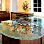 дизайнерская стеклянная столешница для кухни