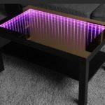 сиреневый стол с эффектом бесконечности