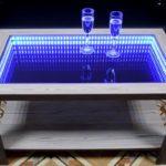 стол с эффектом бесконечности в гостинной