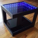 стол с эффектом бесконечности с черным каркасом