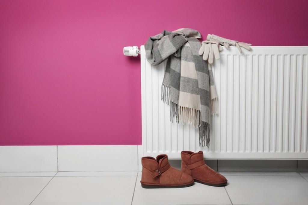 как высушить одежду на батарее фото