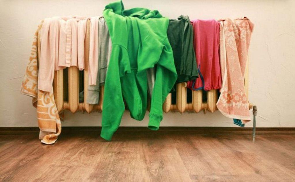 как высушить одежду на батарее