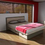 двухспальная кровать с выдвижными ящиками
