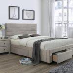 кровать с выдвижными ящиками в сером интерьере