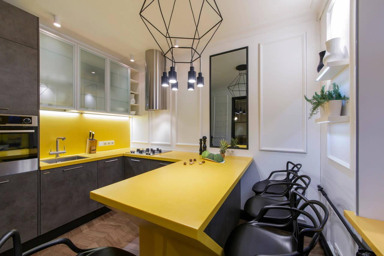 желто серый гарнитур на кухне
