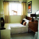 комната узкая зелена