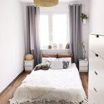 комната узкая светлая