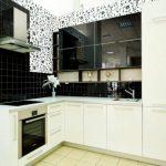 белый кухонный гарнитур в крапинку