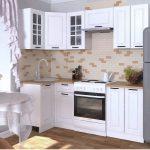 белый кухонный гарнитур с кирпичиками