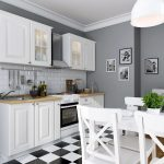 белый кухонный гарнитур пол в клетку