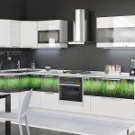 белый кухонный гарнитур с травой