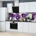 белый кухонный гарнитур с фиолетовым