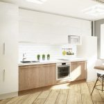 белый кухонный гарнитур деревянные полы