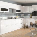 белый кухонный гарнитур с черным