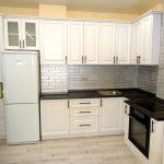 белый кухонный гарнитур обыный