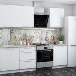 белый кухонный гарнитур с вытяжкой