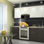 белый кухонный гарнитур с круглым столом