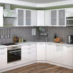 белый кухонный гарнитур с серым