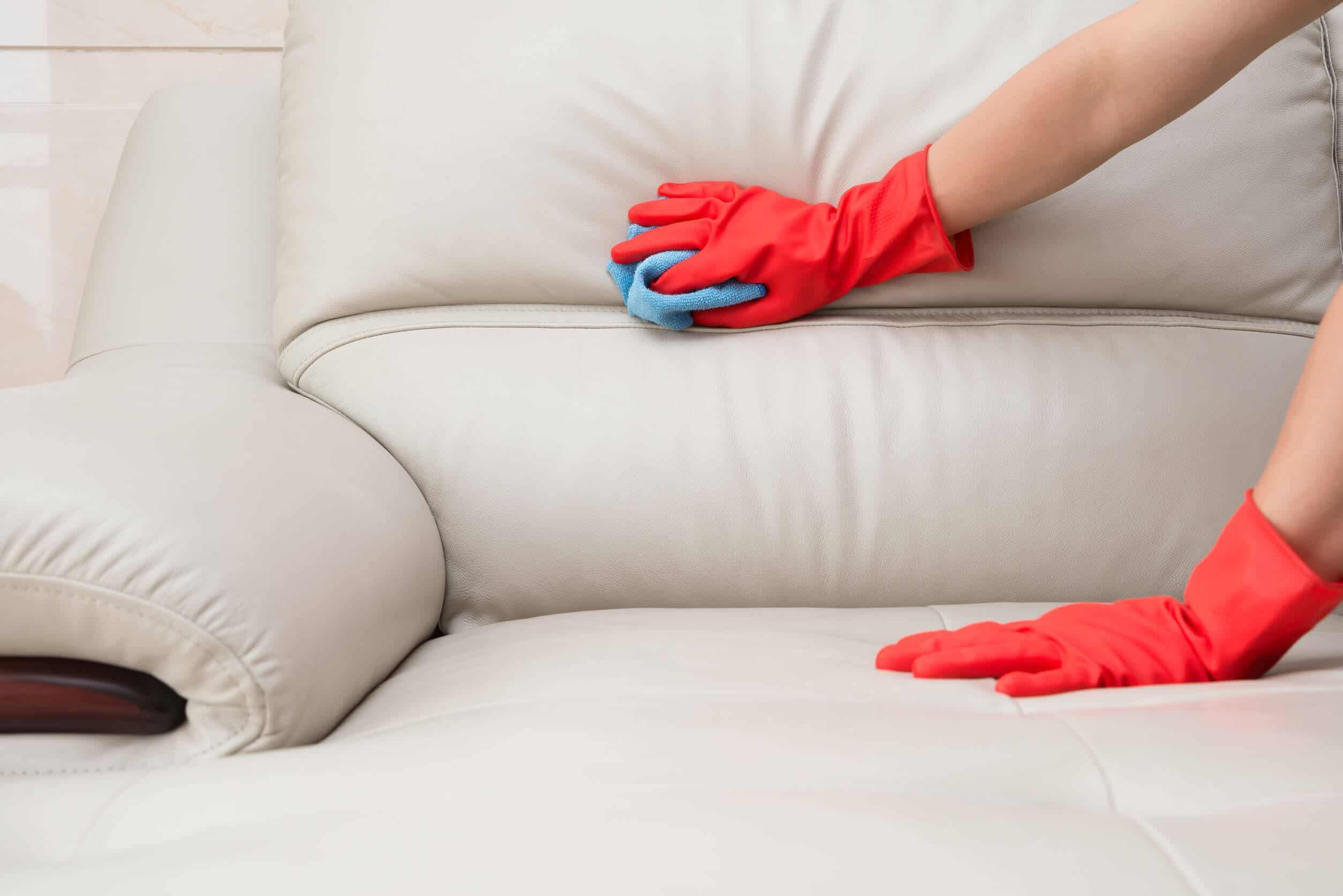 чистка белого кожаного дивана