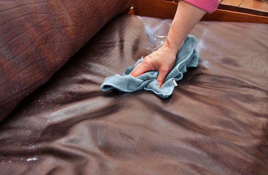 чистка дивана кожаного