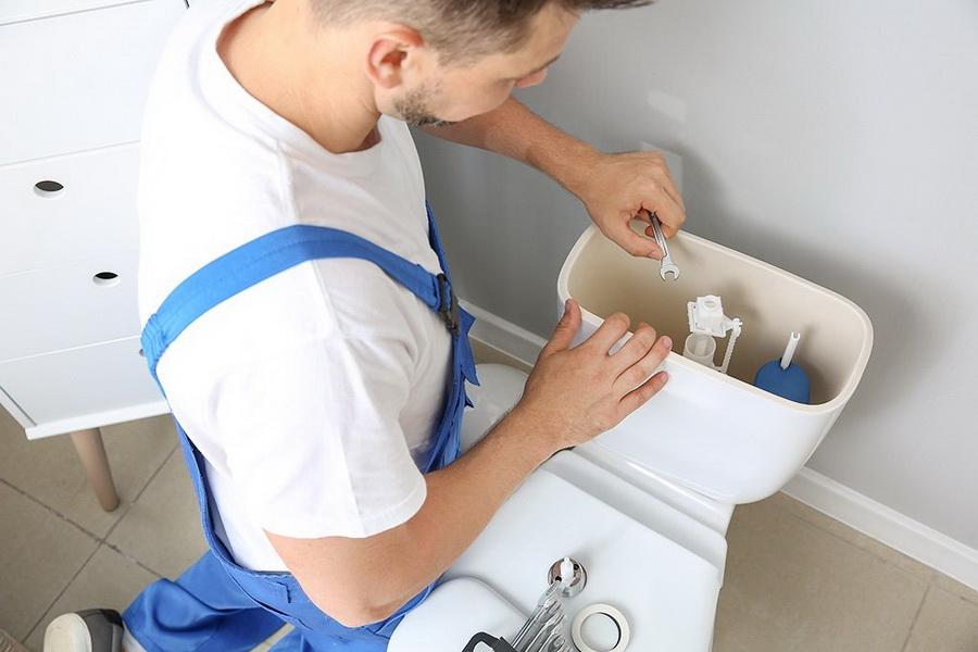 чистка слива унитаза