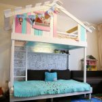 детская двухъярусная кровать домик