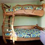 детская двухъярусная кровать из веток