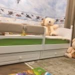 детская кровать с бортиками декор идеи