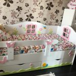 детская кровать с бортиками идеи декор