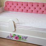 детская кровать с бортиками идеи оформление
