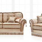 диван с креслом и подушкой