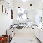 узкая комната белая