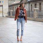 светлые женские джинсы с дырками
