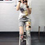 большие дырки на женских джинсах