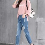 голубые женсие джинсы с потертостью