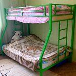 кровать двухъярусная зеленая