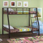 кровать двухъярусная небольшая