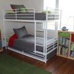 двухъярусная кровать икеас серыми матрасами