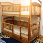 детская двухъярусная кровать с решетками