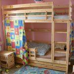 детская двухъярусная кровать со шторой