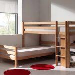 детская двухъярусная кровать красный ковер