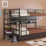 детская двухъярусная кровать коричневая с полками