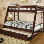 детская двухъярусная кровать коричневая с выдвижным