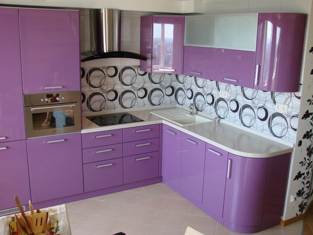 светлые тона в маленькой кухне